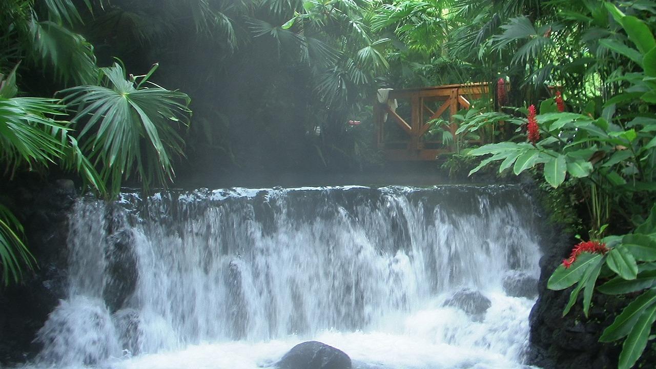 Cascada Parque Arenal. www.milviajes.com