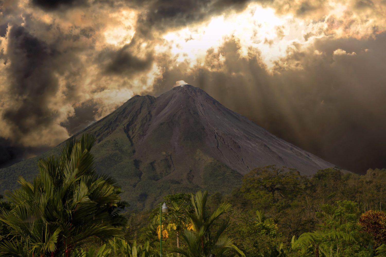 Atardecer Volcán Costa Rica. www.milviajes.com